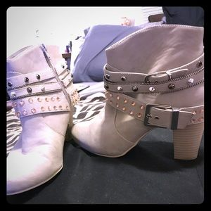JLO CREAM SUEDE BLINGED BOOTS/ Preowned /SZ 10